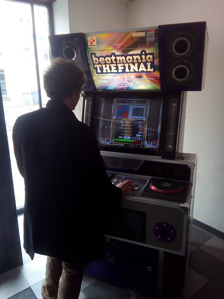 La nouvelle salle d'arcade Akedo (Lille, France) Beatmania_akedo